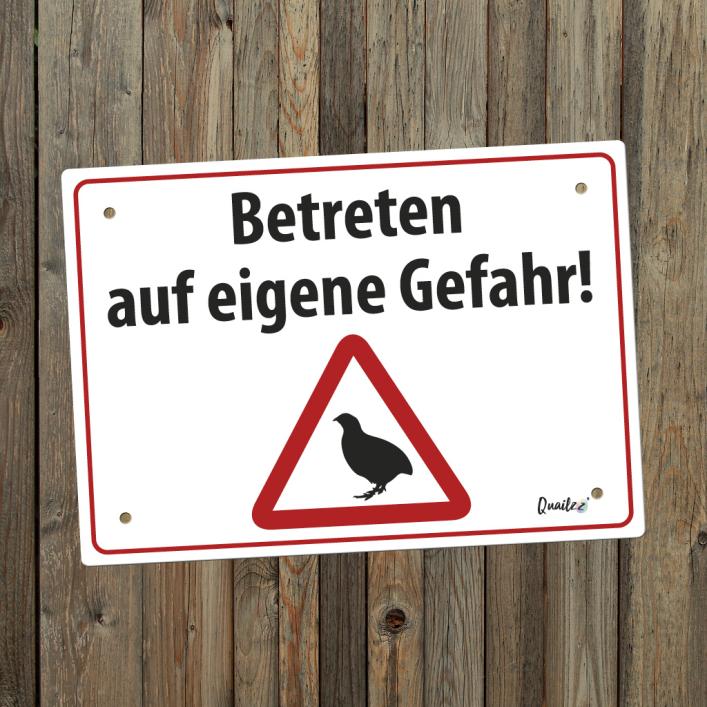 """""""Betreten auf eigene Gefahr"""" - Wachtel-Schild A5"""