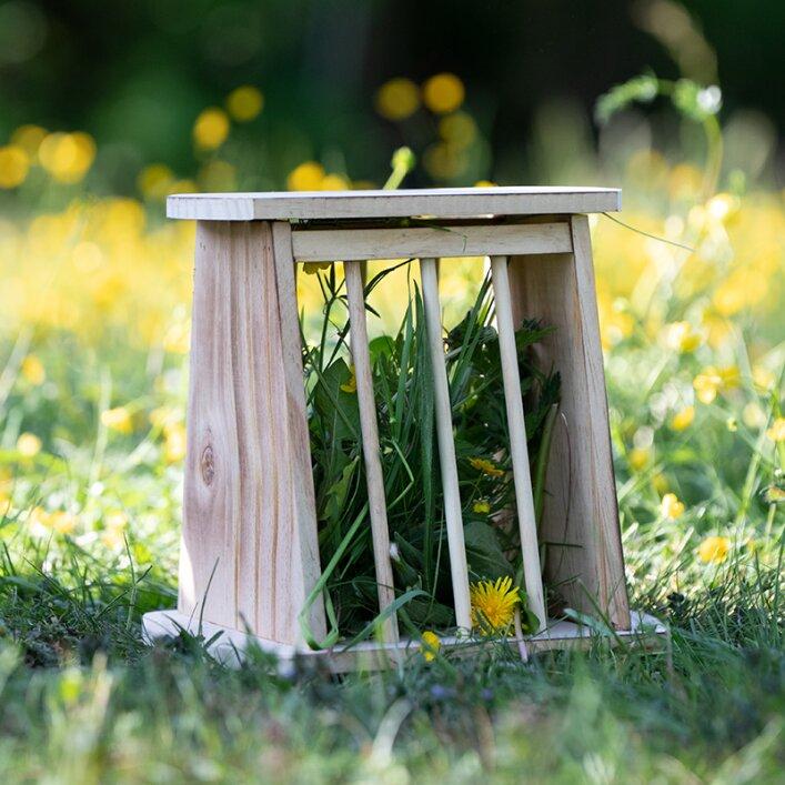 Futterraufe Holz mit Schutzdeckel