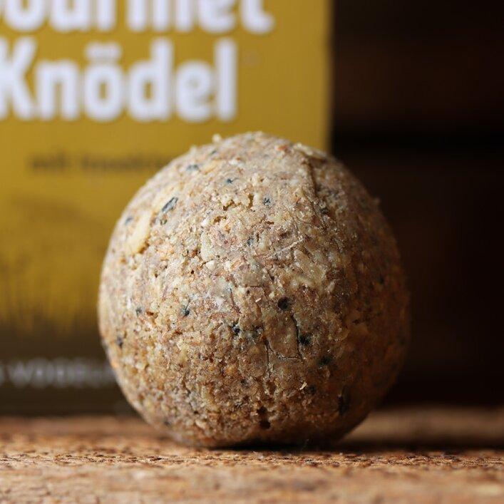 """Wildvogel Knödel """"mit Insekten"""" 30x100 g (ohne Netz)"""